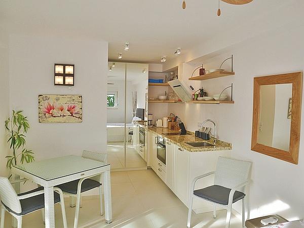 Dans le séjour, vous apprécierez l'utilisation optimale de l'espace, y laissant une radieuse sensation d'espace et de légèreté.